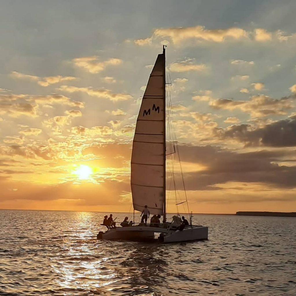 Alquilar catamarán en Menorca