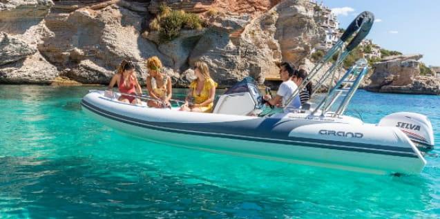 Barca Aura 470 alquilar Menorca