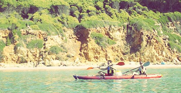 Un día de playa en Menorca en kayak