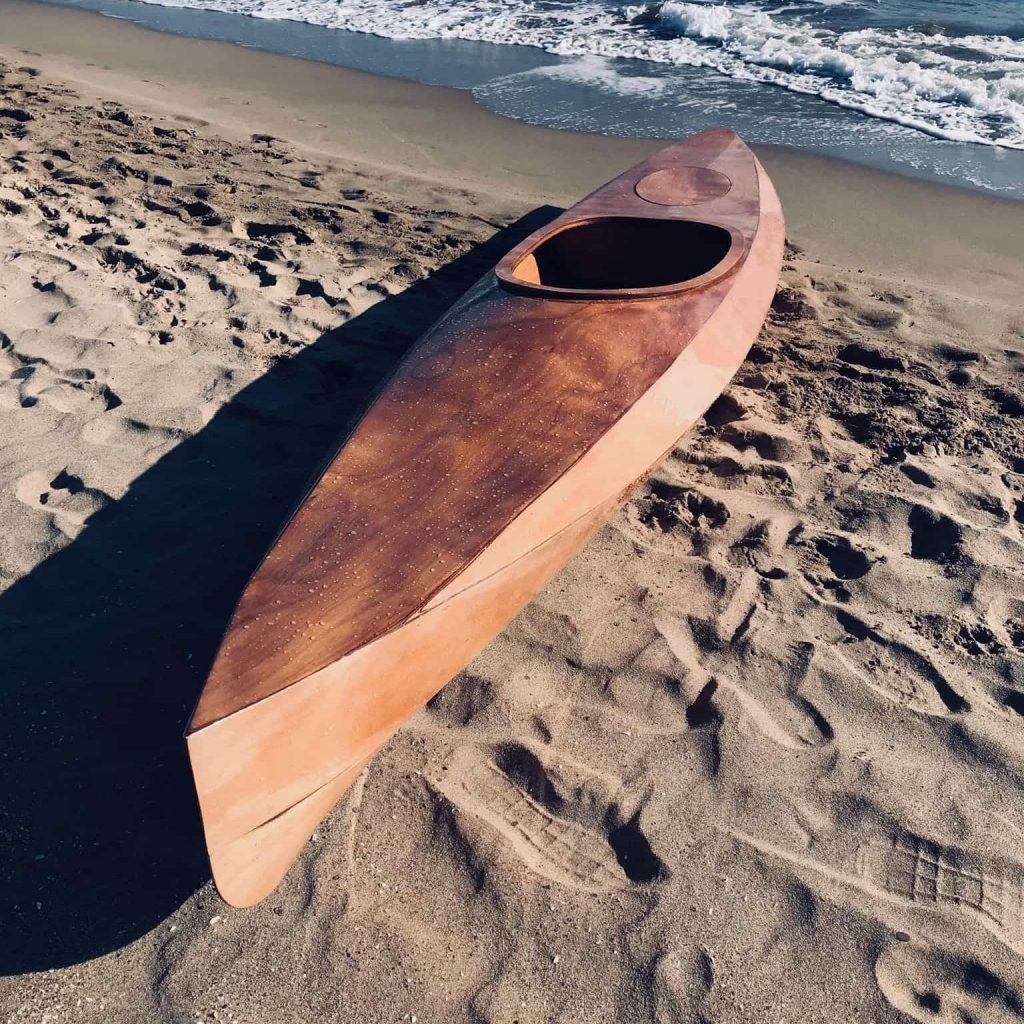 Kayak artesanal de madera en Menorca